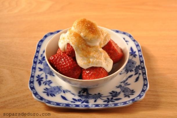 Maduixots amb iogurt grec