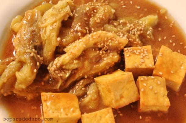 Albergínies amb tofu i salsa de miso